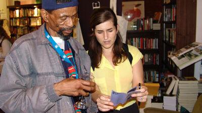 Lola met de Zuid-Afrikaanse cartoonist Mogorosi