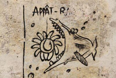 Gelokt. Appâter = lokken Gevonden in de stad van de beeldtaal: Angoulême.
