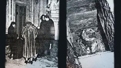 Foto's uit 1955: de personaliteiten rondom de geopende grafruimte (L), de holte met de urne (R)