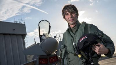 Professor Brian Cox voor de Eurofighter typhoon