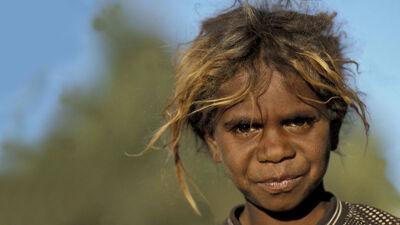 Aboriginal met blond haar