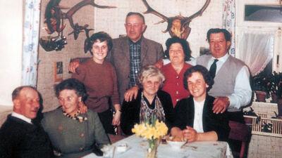 Eén van de laatste familiebijeenkomsten op Reinartzhof: de familie Crott van het Gasthof