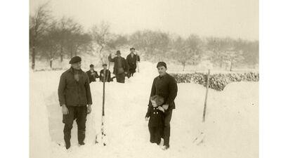 Pogingen om een pad te maken door de sneeuw