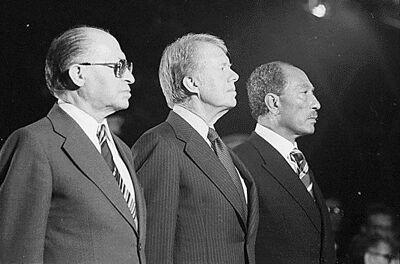 Van links naar rechts: Menachem Begin, Jimmy Carter en Anwar Sadat in Camp David.