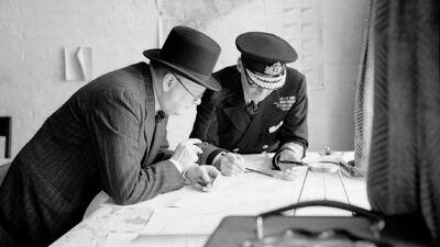 Churchill en Ramsay in de commandokamer