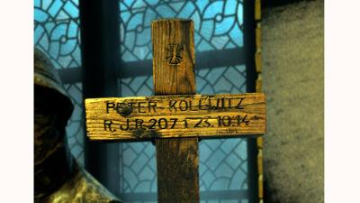 Grafkruis van Peter Kollwitz, In Flanders Fields Museum, Ieper