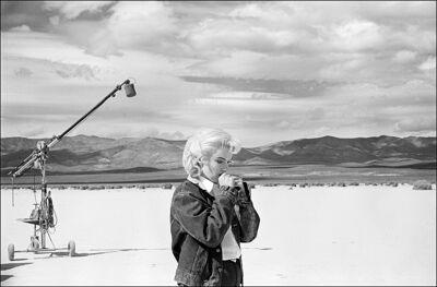 Marilyn Monroe oefent haar tekst op de set van 'The Misfits' (1960)