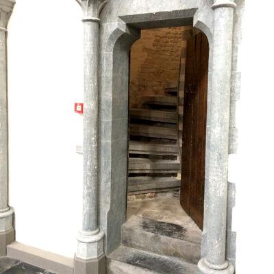 Deurtje in de kerk met toegang tot de traptoren
