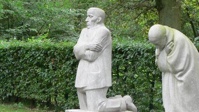 Treurend ouderpaar van Käthe Kollwitz in Vladslo