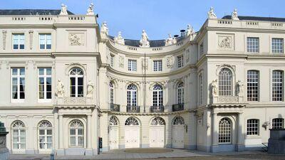 Het oude paleis van Karel van Lorreinen, de eerste locatie van het natuurhistorisch museum