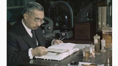 Hirohito aan zijn studeertafel