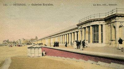 De Koninklijke Gaanderijen, in de verte links het Kursaal