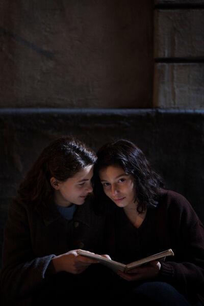 tieners Margherita Mazzucco (Elena) en Gaia Girace (Lila)