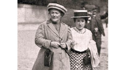 Clara Zetkin (links) met haar collega Rosa Luxemburg in 1910