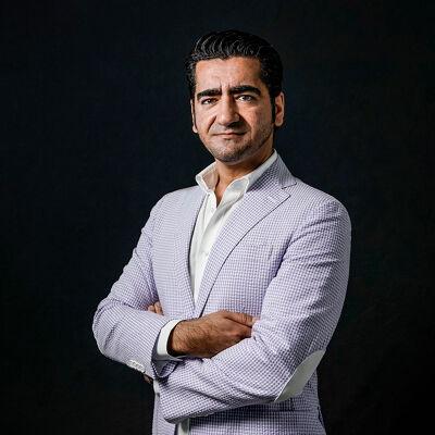 Met 'Wees onzichtbaar' won Murat Isik de Libris Literatuur Prijs.