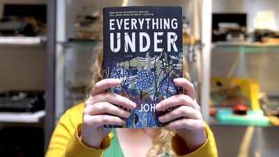 In sommige recensies wordt 'Everything Under' geclassificeerd als horror.