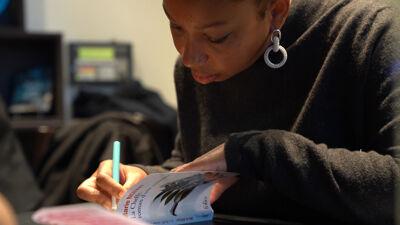 Op achttienjarige leeftijd debuteerde Marie Ndiaye met 'Quant au riche avenir'.