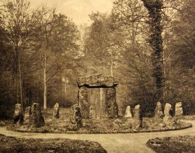 Oude prentkaart met het monument, 1920