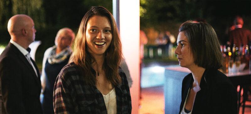 Anemone Valcke (Elise) en Ilse de Koe (Hilde)