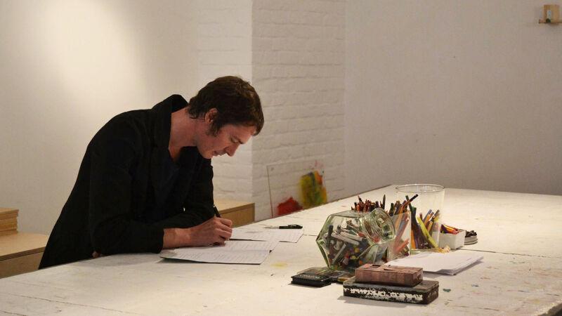 Roderik Six aan het werk op Kunstenfestial Watou
