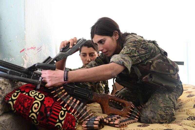 Jezidi-vrouwen vechten in een Koerdische militie in Noord-Irak