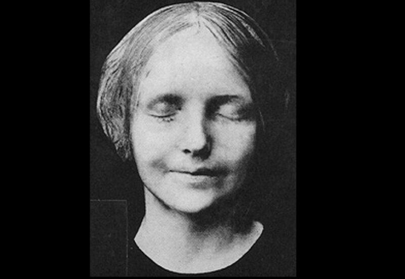 """L'inconnue de la Seine"", rond wiens dodenmasker in het fin de siècle een ware hype ontstond in artistieke middens."