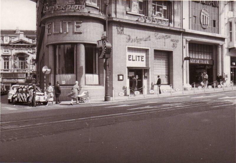 Bolwerkstraat. Boven het restaurant Elite was Radio Belgique gevestigd, later ook het NIR. Op de achtergrond zie je het Théâtre Molière.