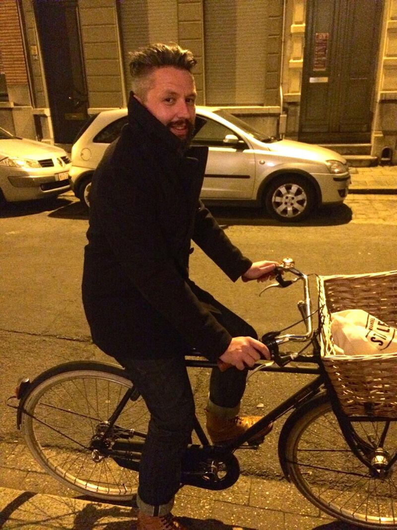 Klaar voor de openingsavond van de Boekenbeurs. Ik ga met de fiets. Dat is samen met de tram de handigste manier om op de Boekenbeurs te geraken.