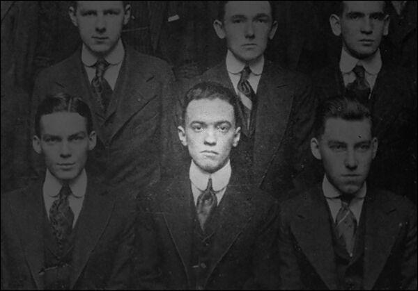 Een jonge Hoover (21), in het jaarboek van de George Washington University Law School, 1916