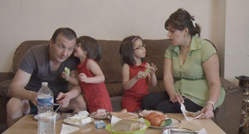 Ara Manoukyan met zijn vrouw Vera en twee aandoenlijke dochters.