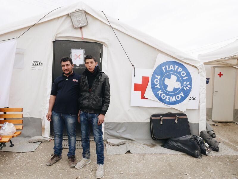 Abdel en Ahmed in het doorgangskamp op Idomeni, Griekenland.