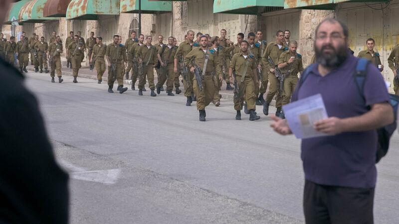 """Volgens Netanyahu heeft Yehuda Shauls Breaking The Silence """"alweer een rode lijn overschreden""""."""