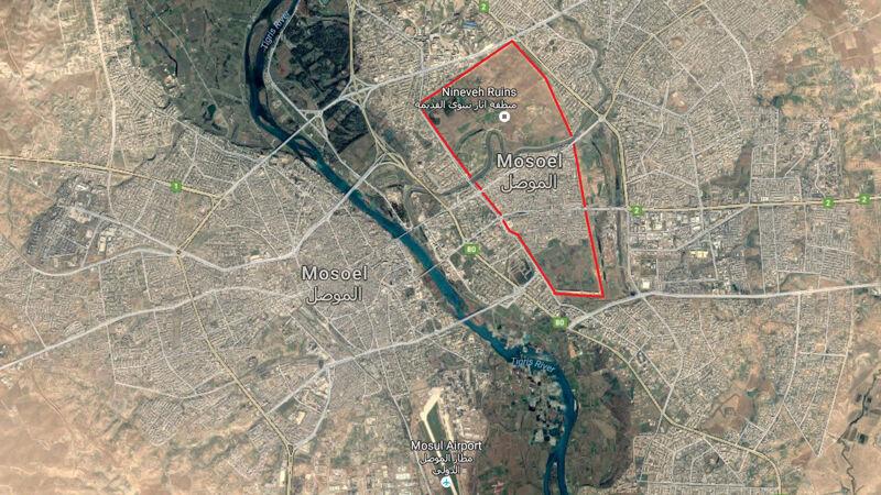 Mosul; de rode lijn geeft de ruïnes aan van het oude Nineve