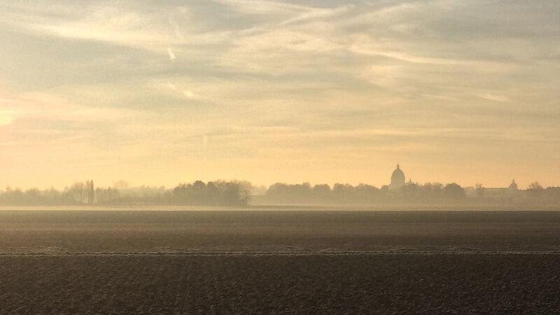 Oudenbosch in de ochtendnevel