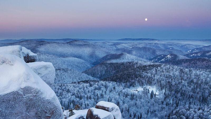 De Siberische taiga in de winter