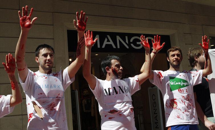 Spaanse betogers na de ramp in de Rana Plaza-textielfabriek