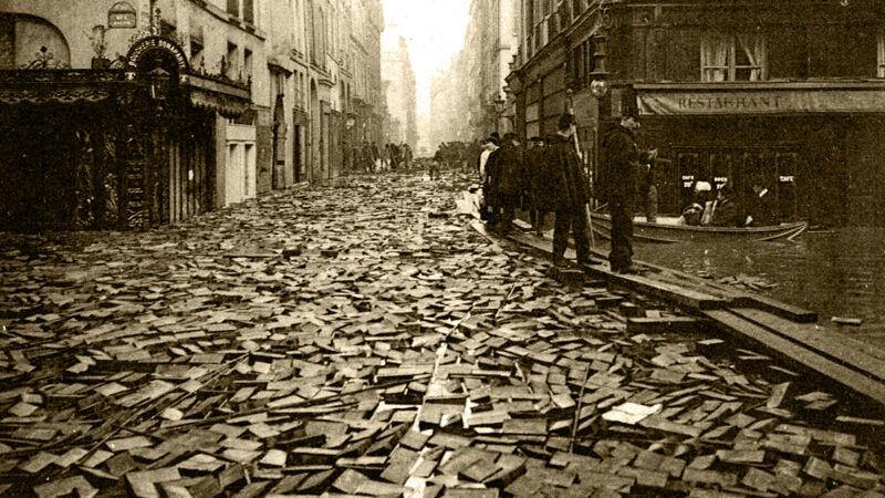 Houten tegels drijven in de Rue Jacob
