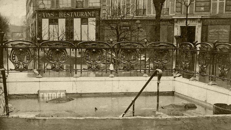 De ingang van het metrostation Bercy