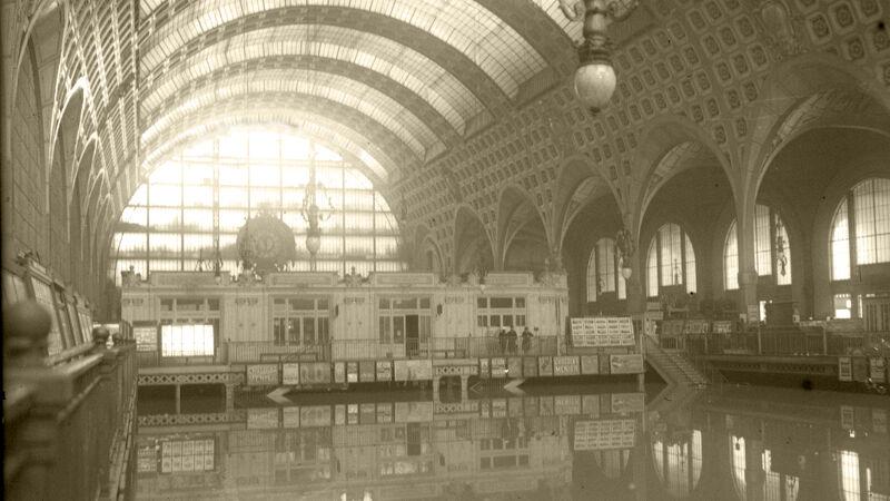De overstroomde stationshal van Gare d'Orsay