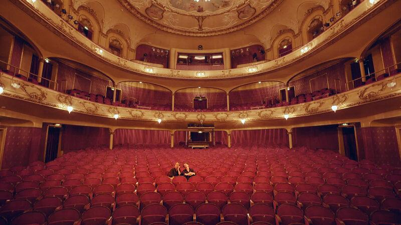 Dimitri met actrice Juni Dahr in het Nationale Theater in Oslo