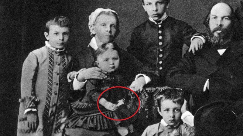 De familie Oeljanov: Maria heeft een 'aprilvis' vast