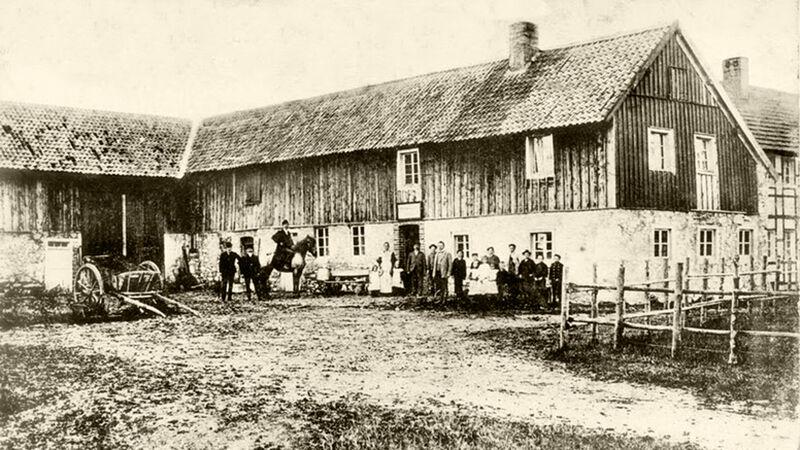 Het Gasthof met bewoners en gasten