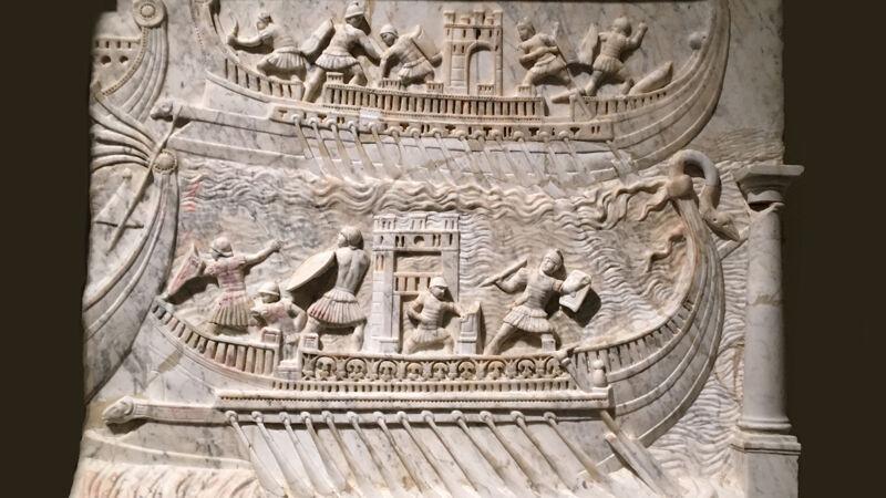 Marmeren reliëf met Romeinse schepen