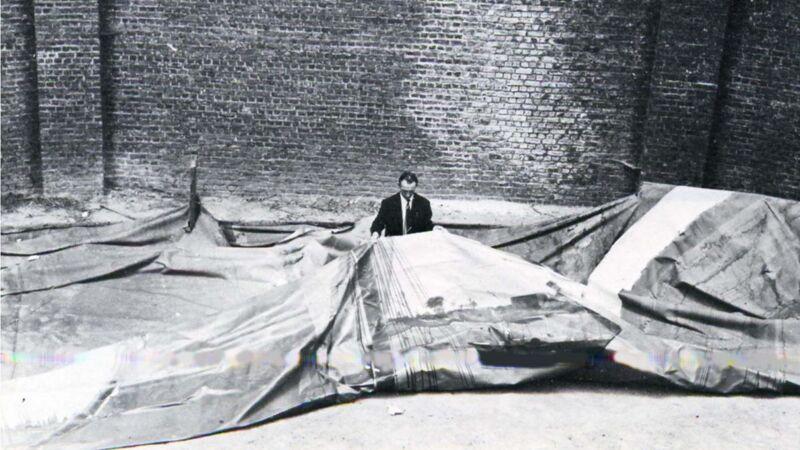 Het gevandaliseerde panoramadoek in 1971