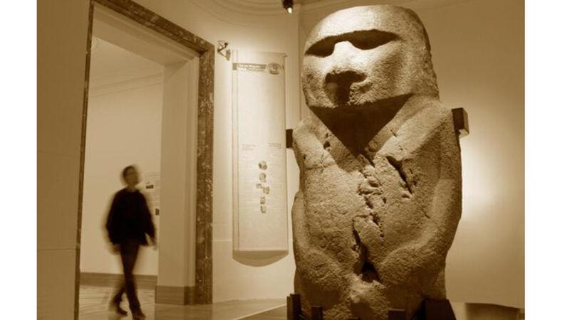 Het beeld 'Pou Hakanononga', de god van de tonijnvissers.