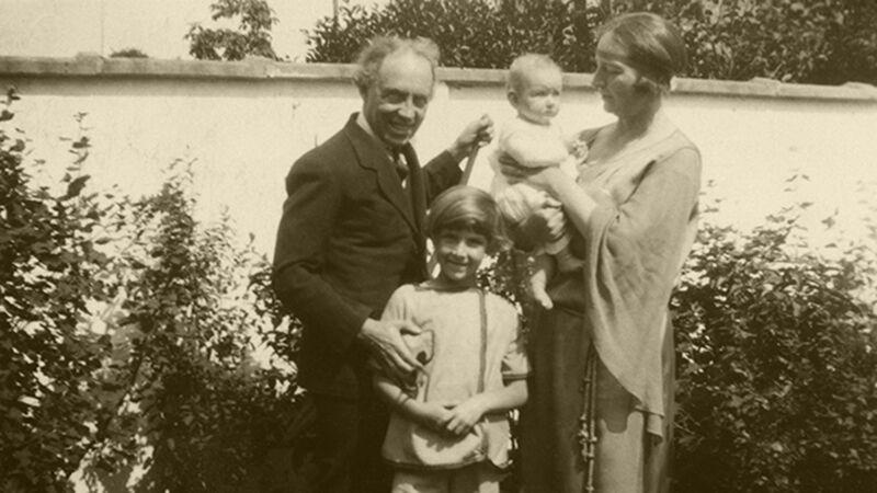 De familie Yoors-Peeters. Zoon Jan staat vooraan.