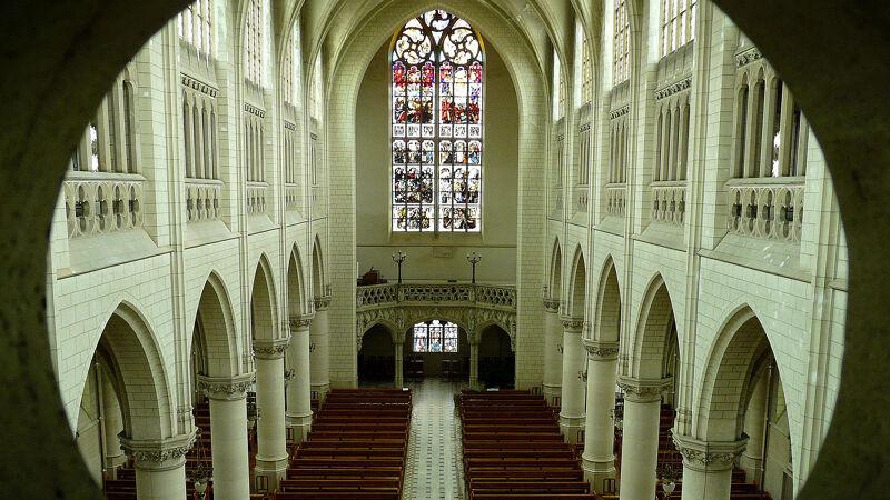 Interieur van de kloosterkerk, geïnspireerd op de Lierse Sint-Gommarus