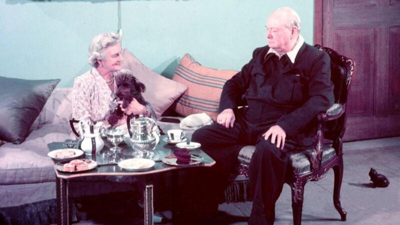 Churchill en zijn vrouw Clementine aan de thee