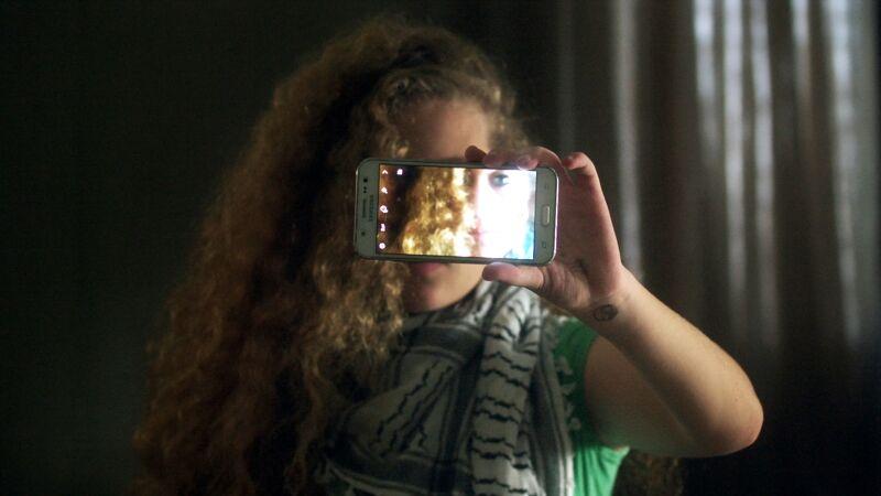 Ahed Tamimi (16) die in Nabi Saleh woont, een Palestijns dorp waar elke vrijdag betoogd wordt tegen de Israëlische bezetting.
