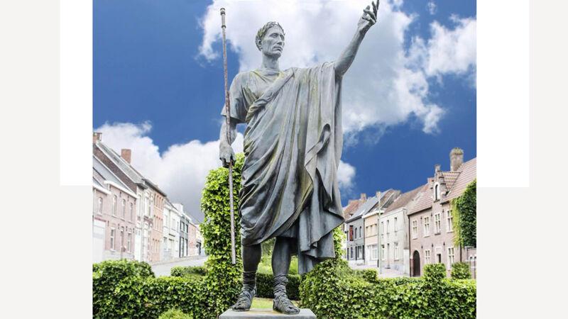 Beeld van Caesar op het Romeins Plein in Velzeke